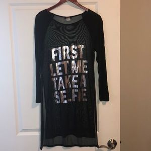 """""""FIRST LET ME TAKE A SELFIE"""" graphic tee 🖤"""